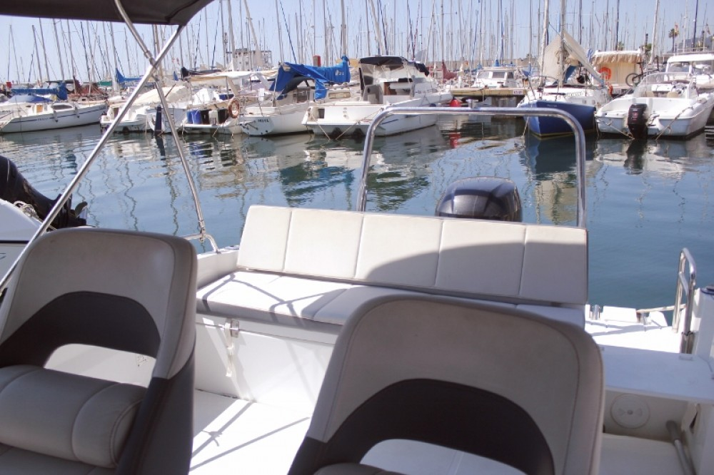 Hire Motor boat with or without skipper Bénéteau Barcelona