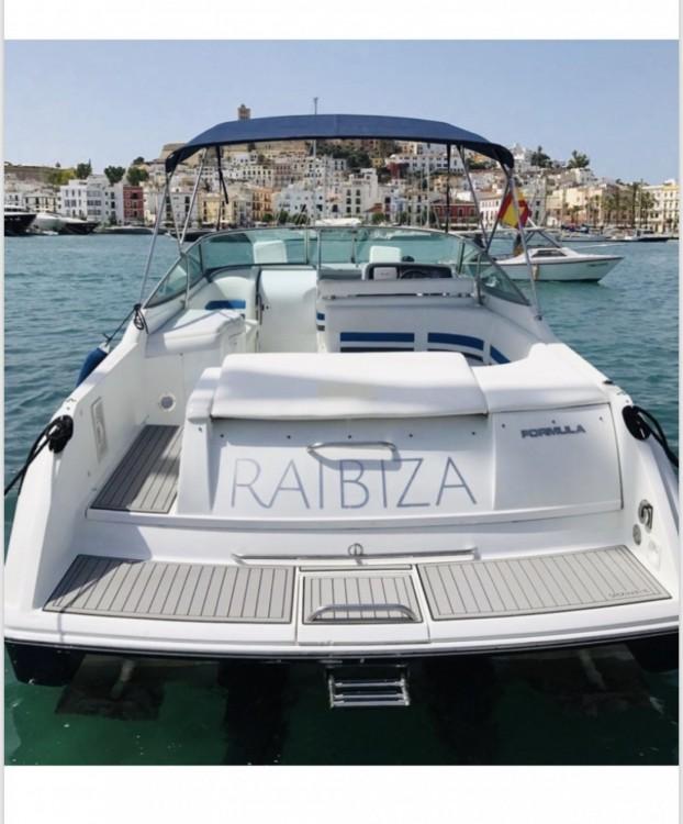 Boat rental Formula Formula 33 ss in Eivissa on Samboat