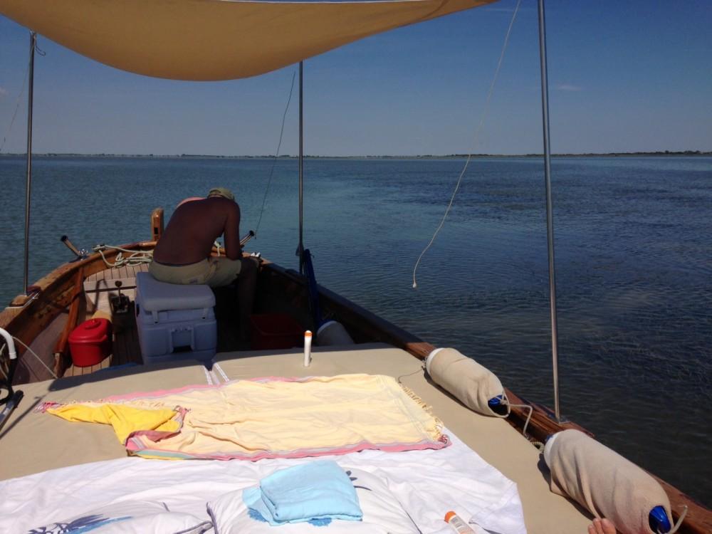 Barca d'epoca in legno  Gozzo between personal and professional Treporti