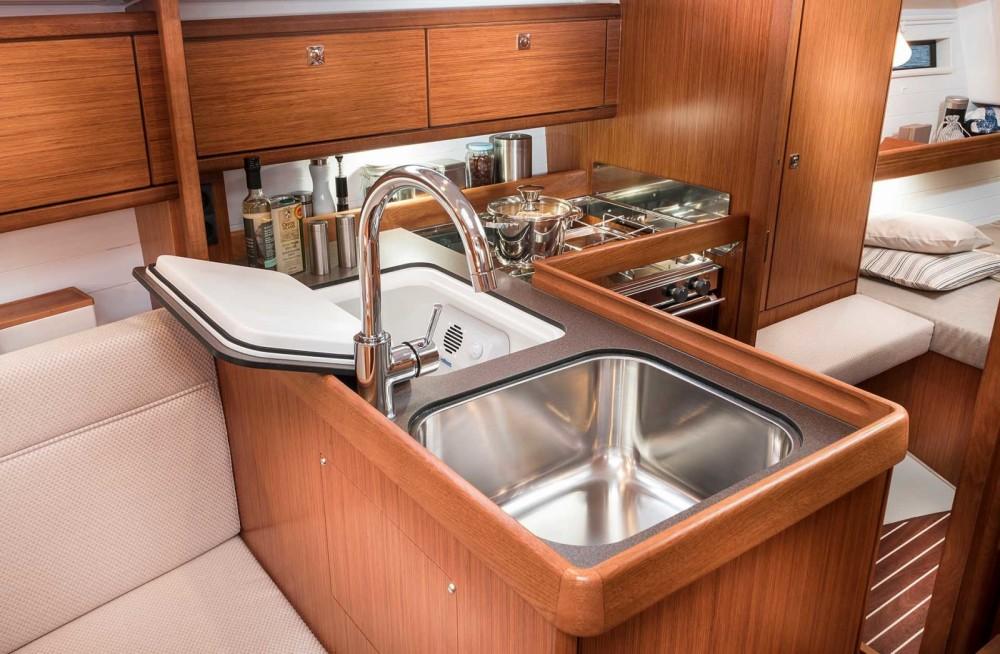 Boat rental Bavaria BMB 34 in Barcelona on Samboat