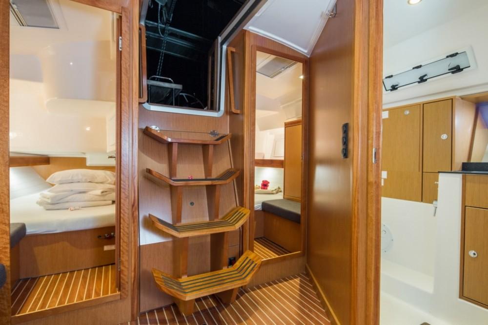 Rental Sailboat in Barcelona - Bavaria Bavaria 40 Cruiser