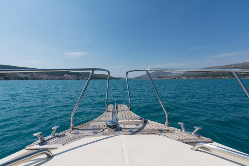 Boat rental Damor Fjera 980 in Trogir on Samboat
