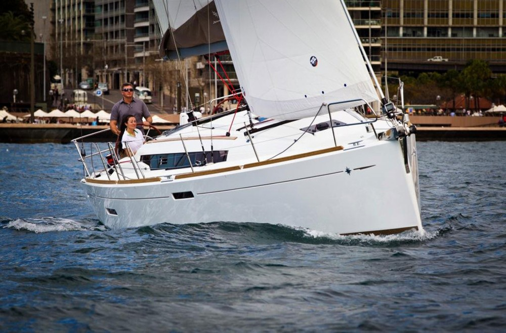 Jeanneau Sun Odyssey 379 Perf between personal and professional Toulon
