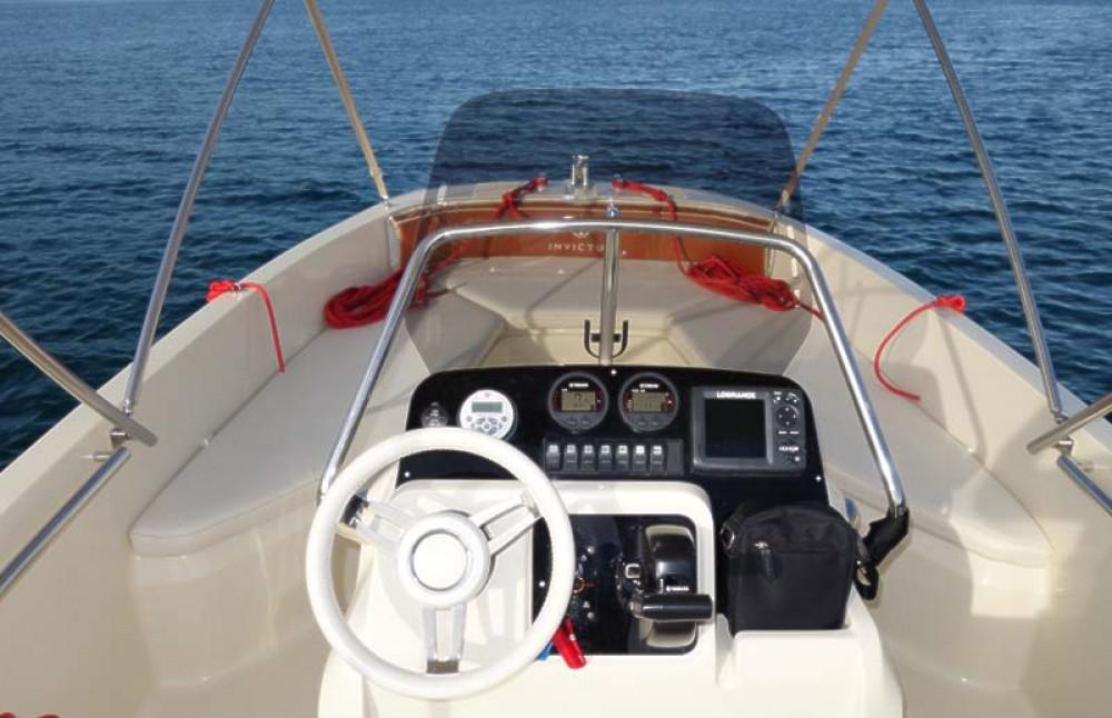 Boat rental Invictus  FX 190 in Trogir on Samboat