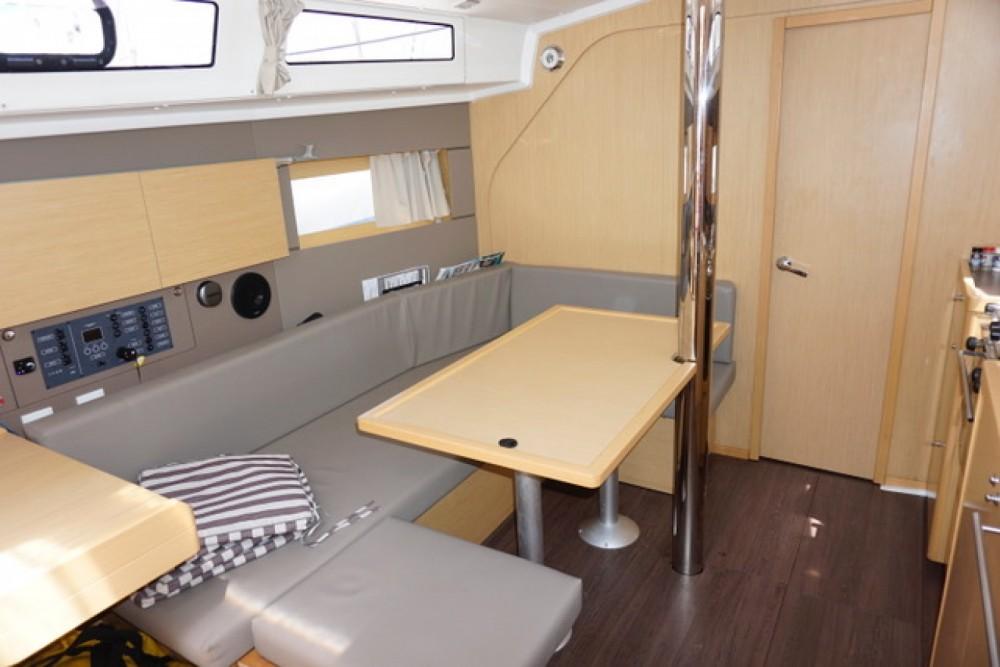 Boat rental Bénéteau Oceanis 38 Weekender in Marigot on Samboat