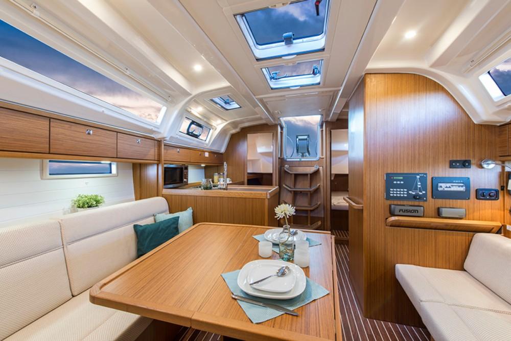 Rental yacht Hyères - Bavaria Bavaria 37 on SamBoat