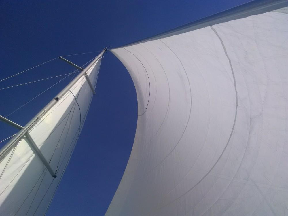 Rental Sailboat in Port-de-Bouc - Bénéteau Oceanis 473
