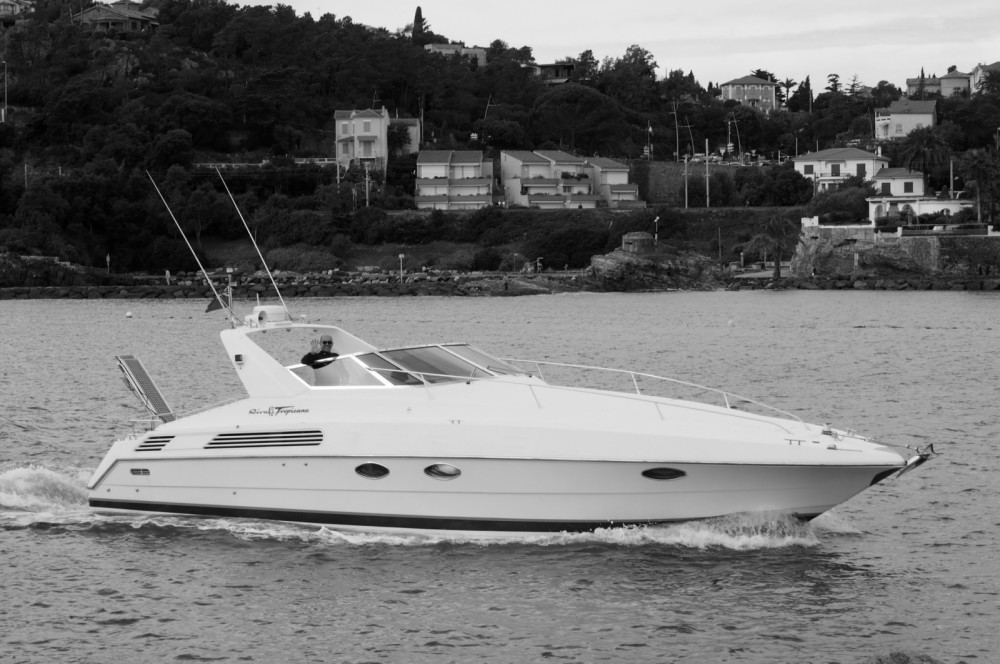 Rental Motorboat Riva with a permit