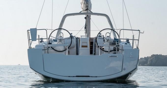 Rental Sailboat in Hyères - Bénéteau Oceanis 38.1