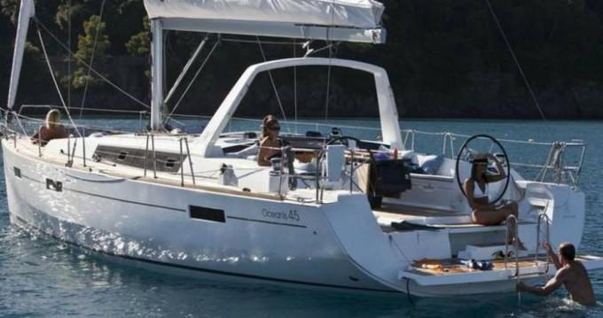 Boat rental Bénéteau Oceanis 45 in Hyères on Samboat