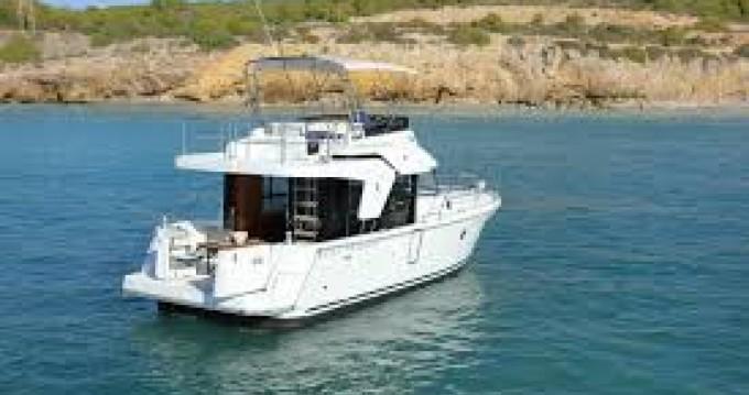 Boat rental Bénéteau Swift Trawler 35 in Hyères on Samboat