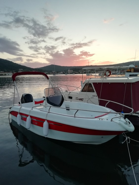 Motorboat for rent Vinišće at the best price