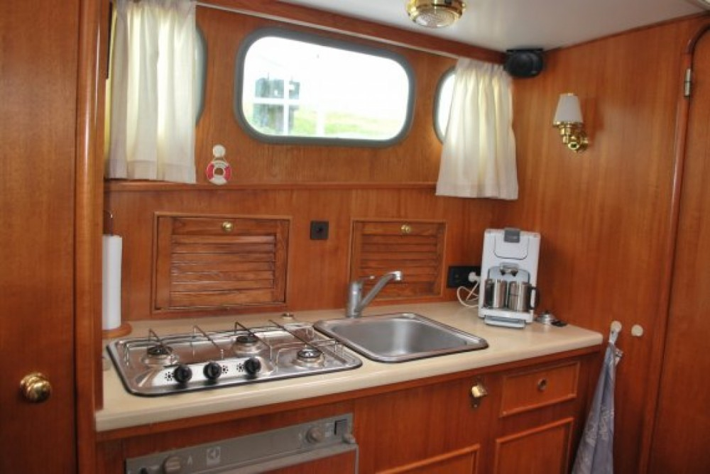 Rental Canal boat Altena with a permit