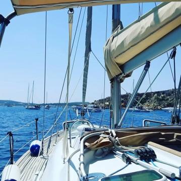 Rental Sailboat in Ta' Xbiex - Bénéteau Oceanis 423 Clipper