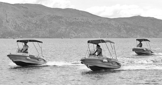 Rental Motorboat tropeas  with a permit
