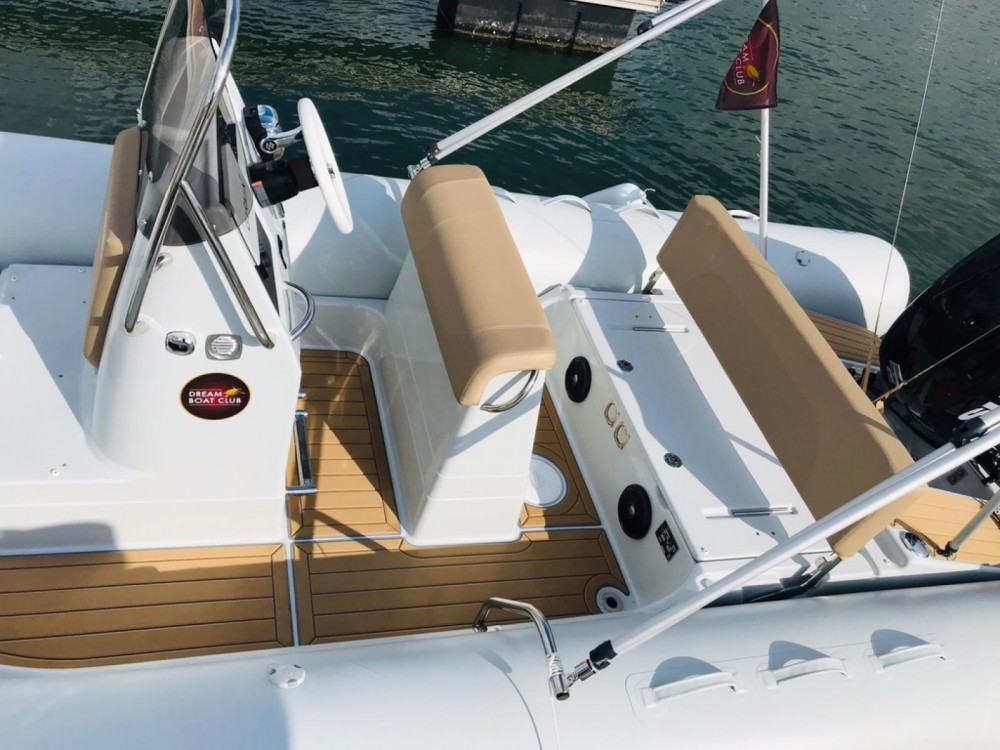 Rent a Zodiac Medline 660 Arcachon