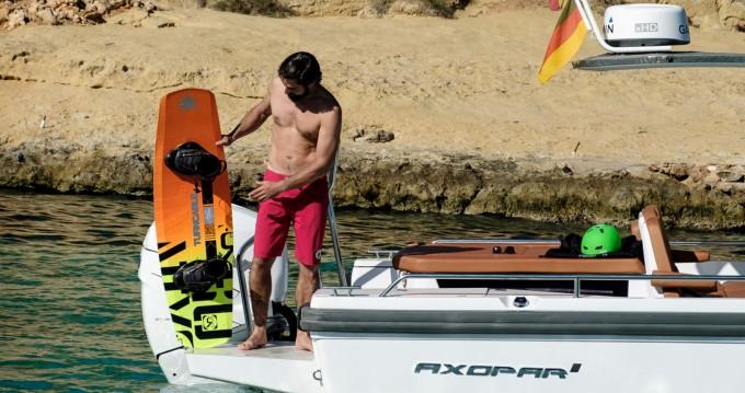 Rental yacht Empuriabrava - Axopar 28 T-Top on SamBoat
