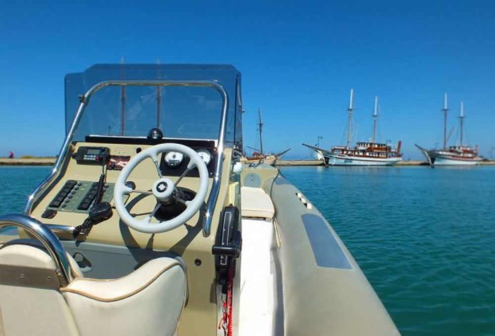 Boat rental Fost Obssesion 740 in Peloponnese, Western Greece and the Ionian on Samboat