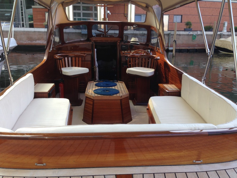 Motorboat for rent Venice at the best price