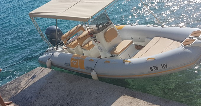 Rental yacht Hvar - Flyer 575 on SamBoat
