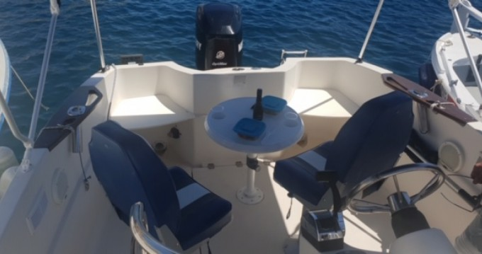Boat rental Quicksilver Quicksilver 635 in La Ciotat on Samboat
