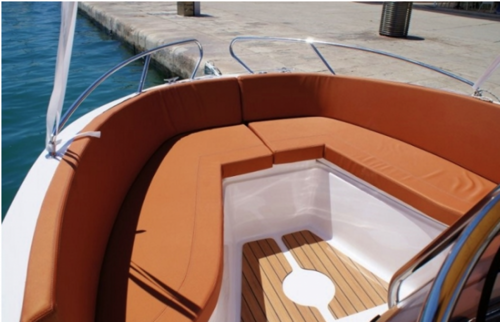 Okiboats Barracuda 545 Open between personal and professional