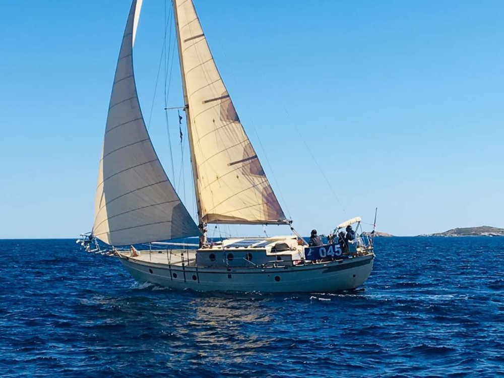 Sailboat for rent Nice at the best price