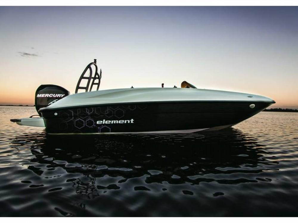 Boat rental Bayliner Element E5 in Noirmoutier-en-l'Île on Samboat