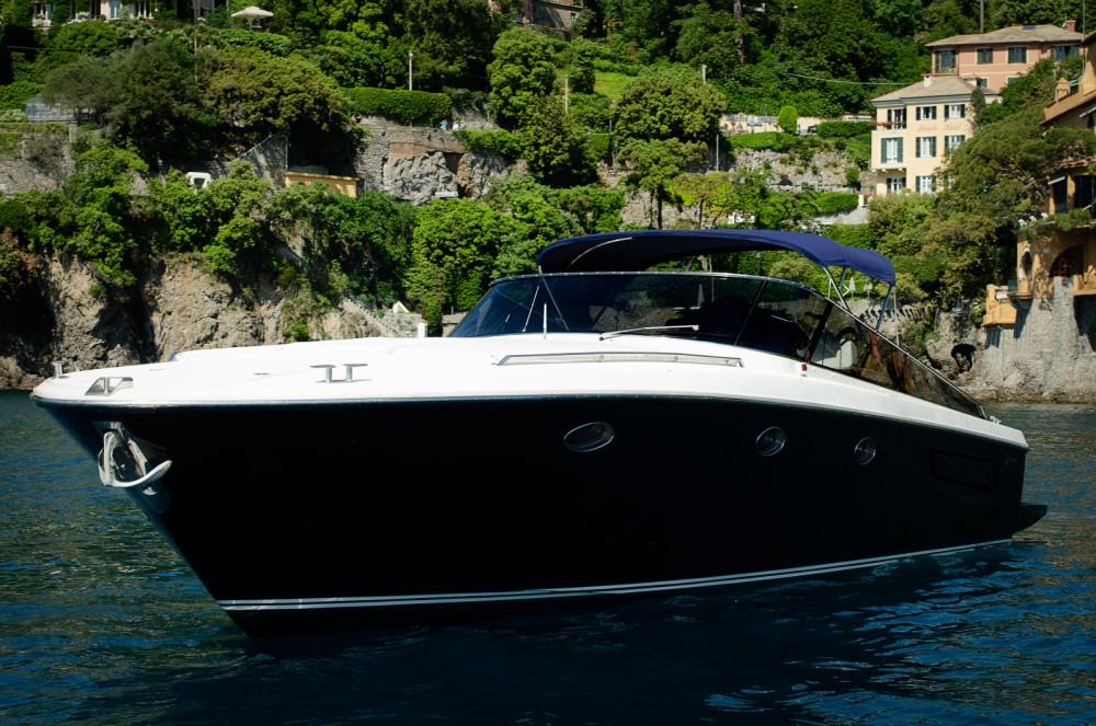 Hire Motorboat with or without skipper Itama Genoa