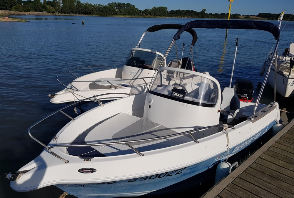Motor boat for rent Vannes at the best price