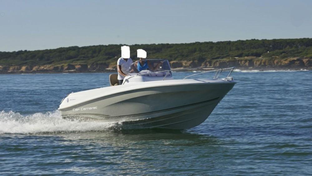 Boat rental Jeanneau Cap Camarat 5.5 CC Serie 2 Style in Saint-Gilles-Croix-de-Vie on Samboat