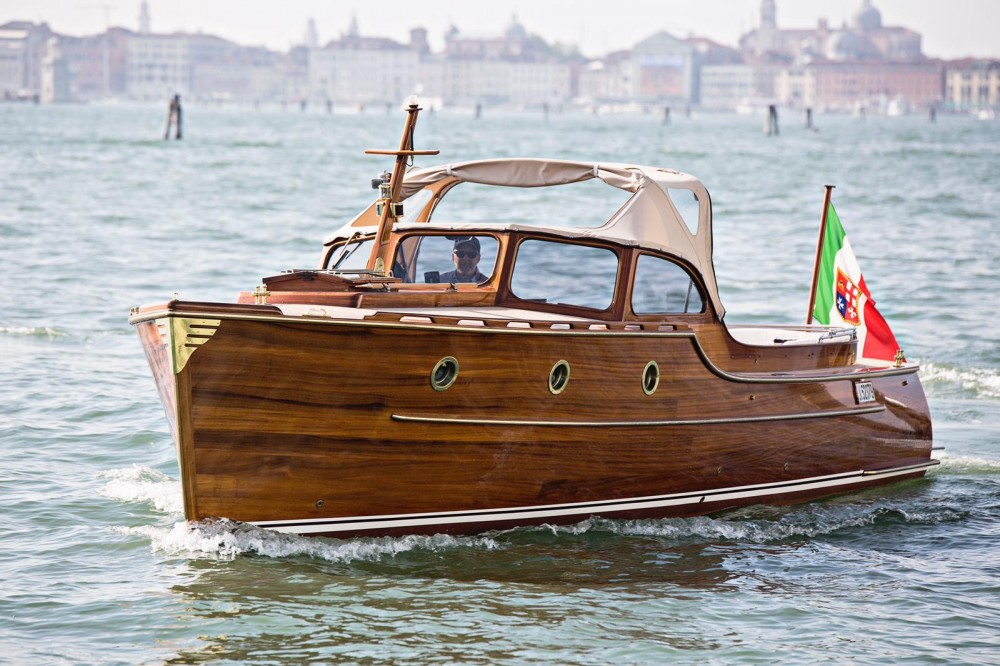 Boat rental Venice cheap Pettersson Model R29 OC