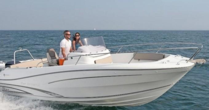 Rental Motorboat in Le Grau-du-Roi - Jeanneau Cap Camarat 7.5 CC Style