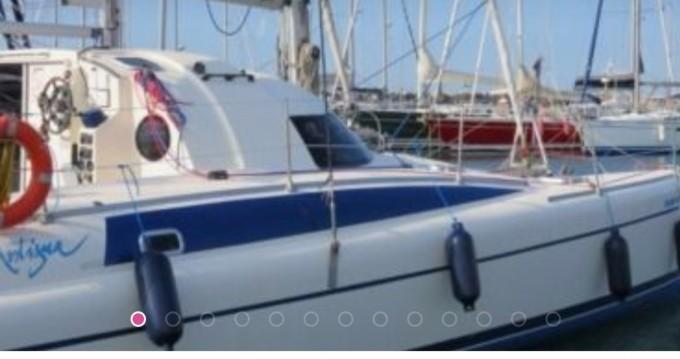 Rental yacht Premià de Mar - Fountaine Pajot Antigua 37 on SamBoat