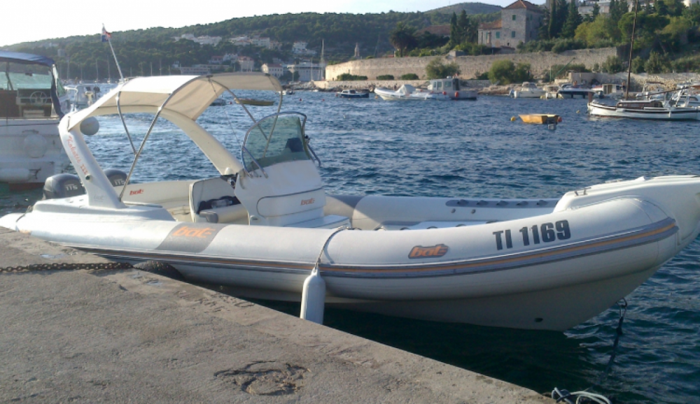 Boat rental Bat artik 745 in Bol on Samboat