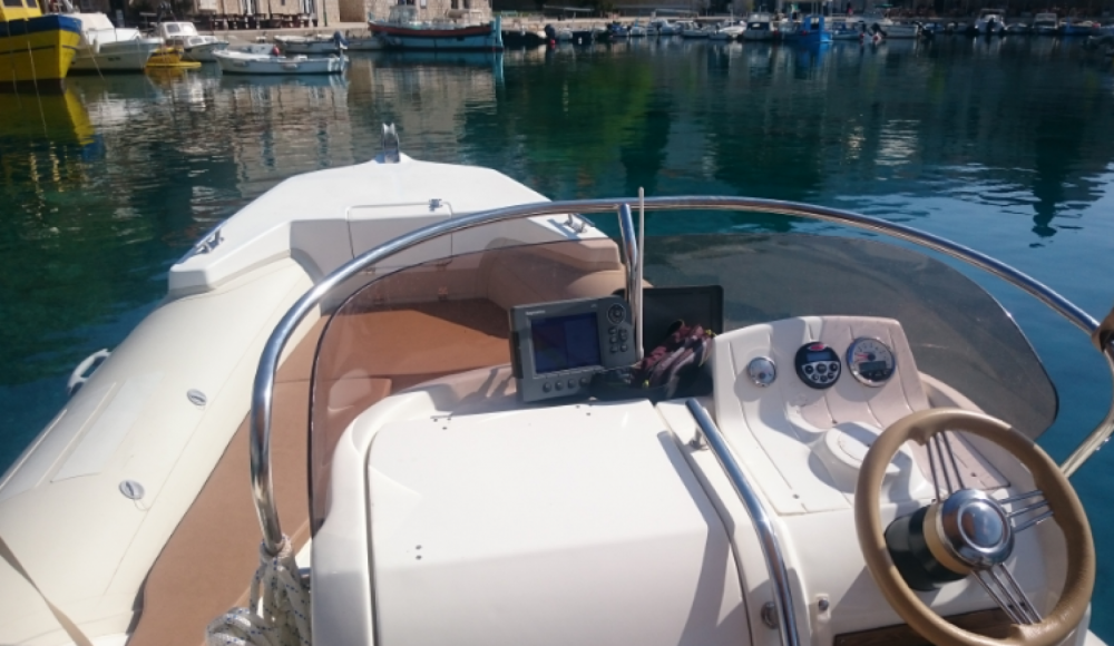 Rental yacht Bol - Aquamax B 23  on SamBoat