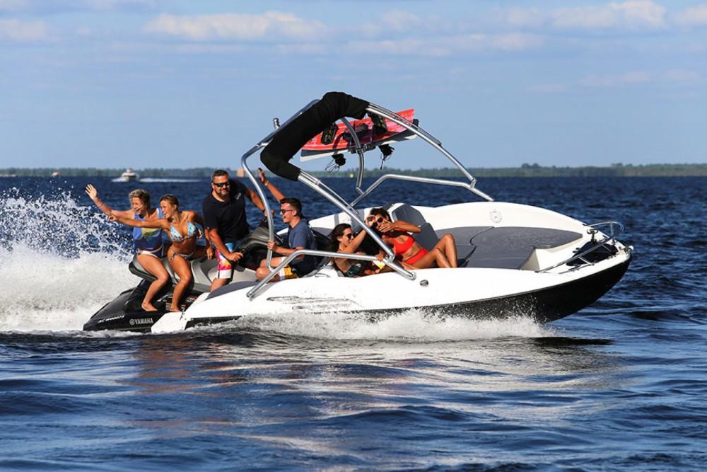 Rental yacht Geneston - Sealver WAVEBOAT 525 on SamBoat