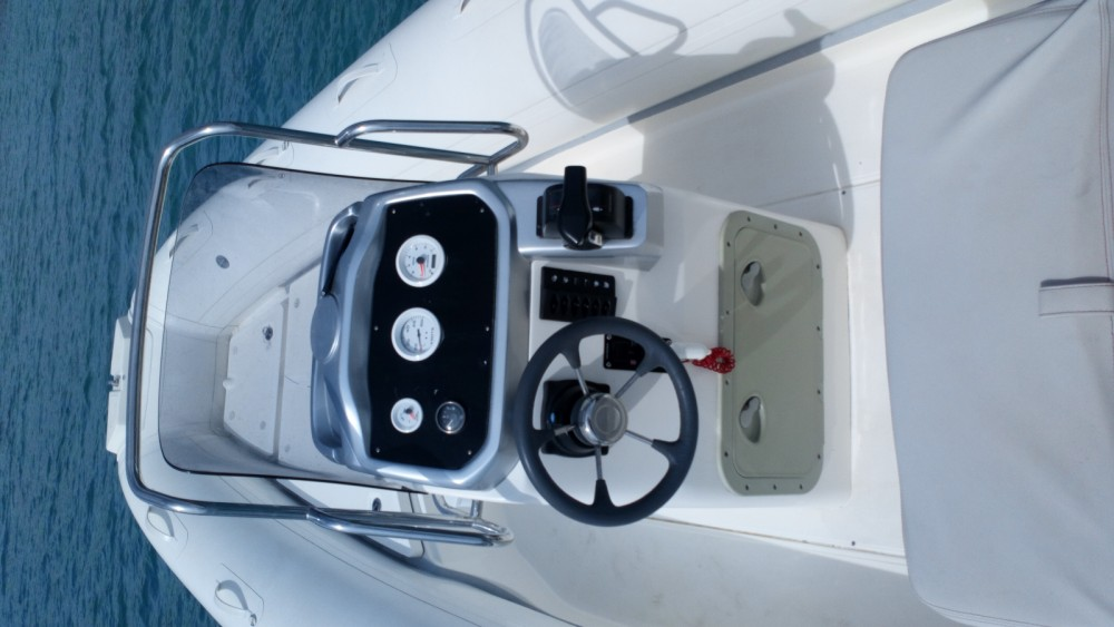 Hire RIB with or without skipper Bwa Saint-Florent