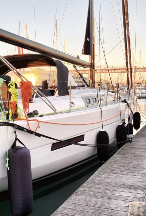 Sailboat for rent Alcântara at the best price