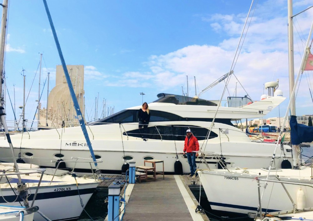 Hire Motorboat with or without skipper Azimut Lisbon