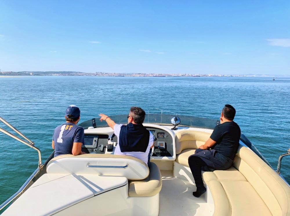 Boat rental Azimut Azimut 52 Fly in Lisbon on Samboat