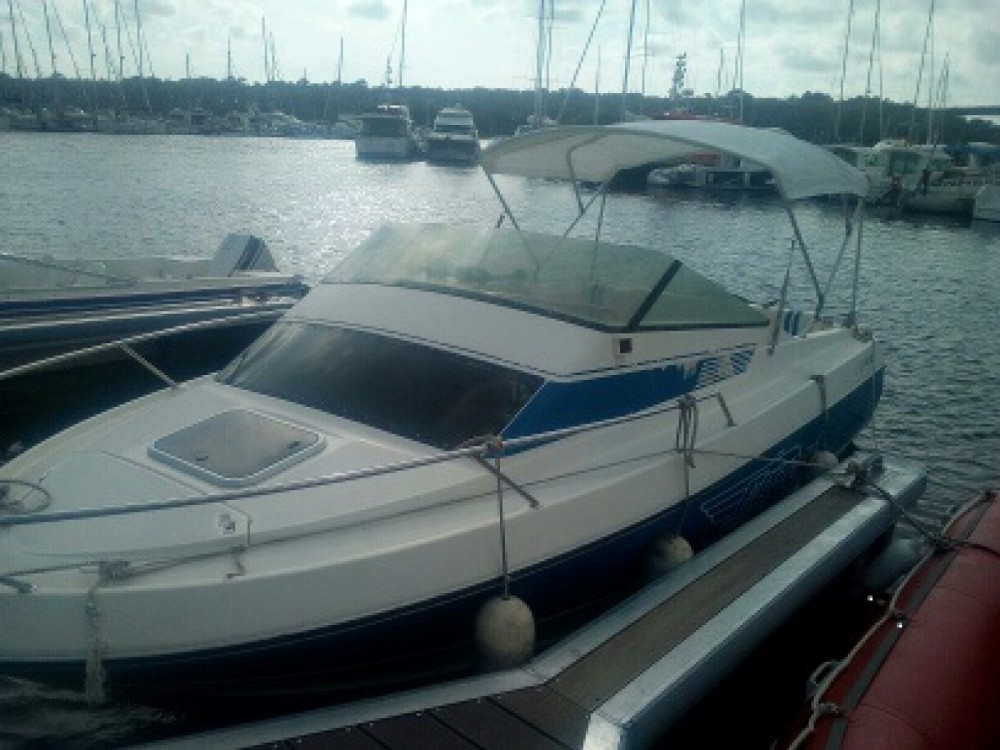 Motorboat for rent Pont-l'Abbé at the best price