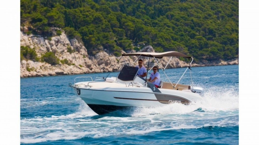 Hire Motorboat with or without skipper Bénéteau Makarska