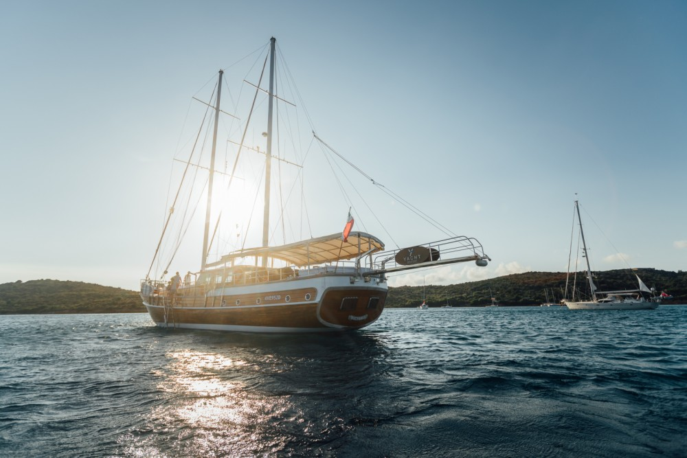 Hire Sailboat with or without skipper Gulet Sardinia