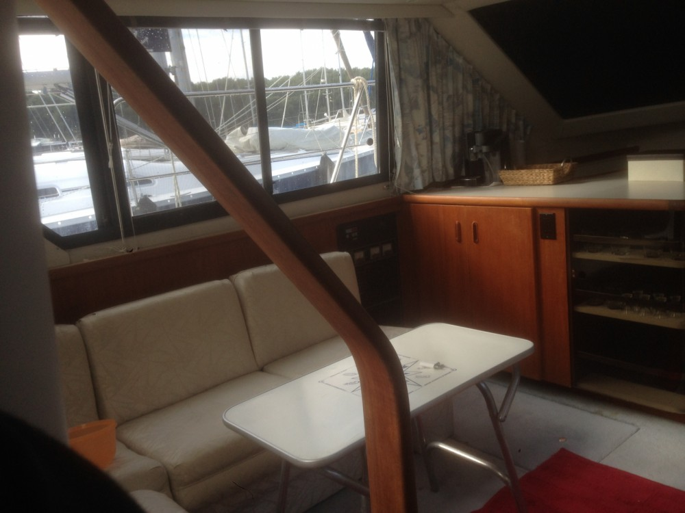 Boat rental Carver 350aft cabin in Grad Pula on Samboat