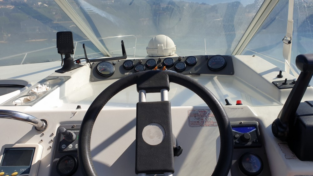 Motorboat for rent Cogolin at the best price