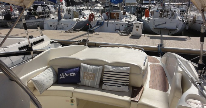 Hire Motorboat with or without skipper Cranchi Marseille