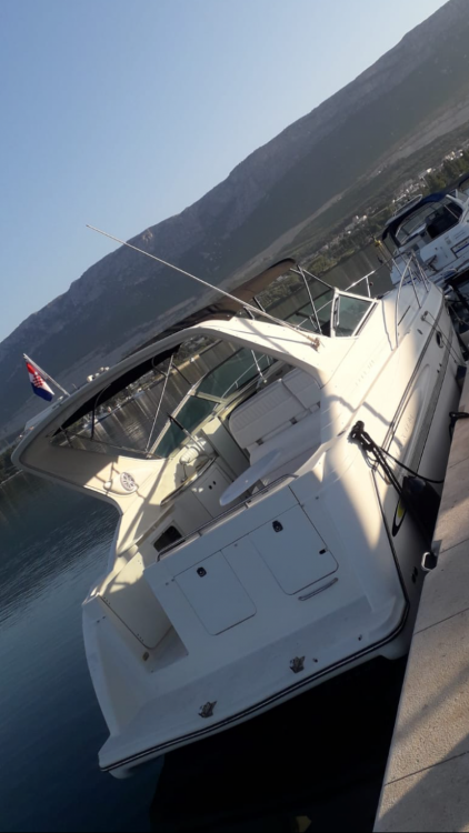 Rental Motorboat Maxum with a permit