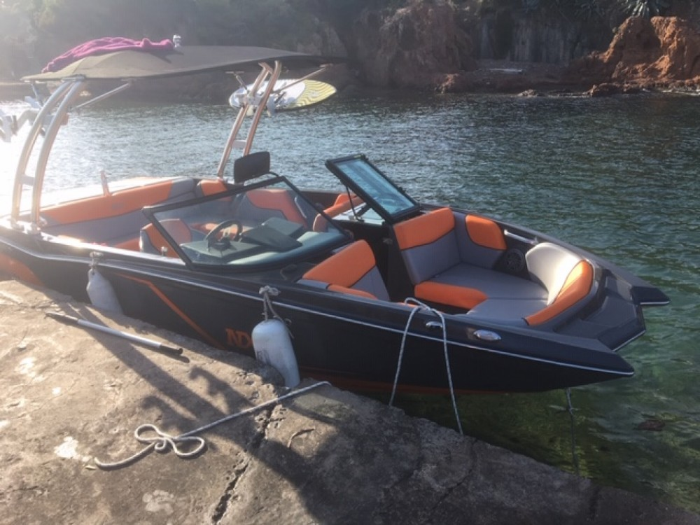 Boat rental Mastercraft NXT 20 in Saint-Raphaël on Samboat