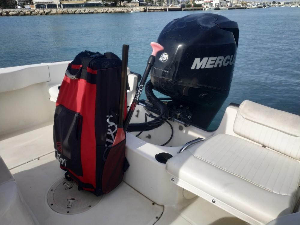 Rent a Boston Whaler Boston Whaler 19 Outrage Saint-Laurent-du-Var